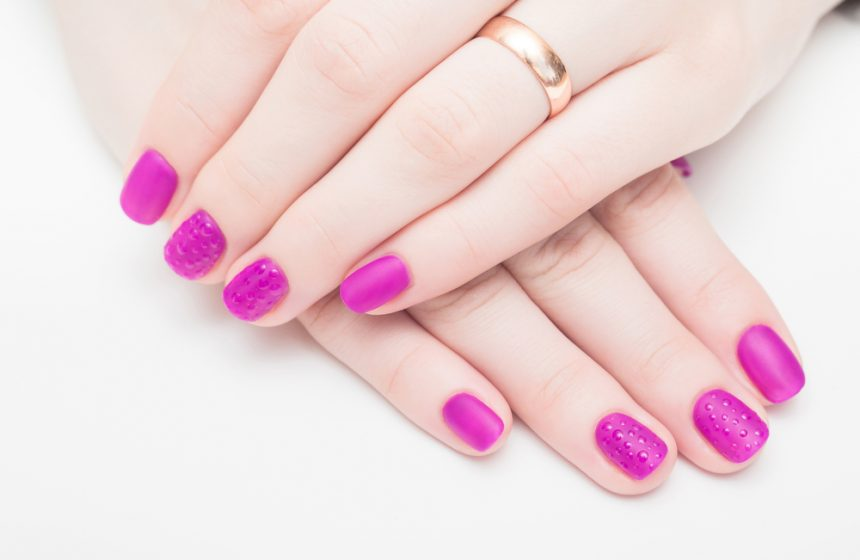 manicuras en color fucsia
