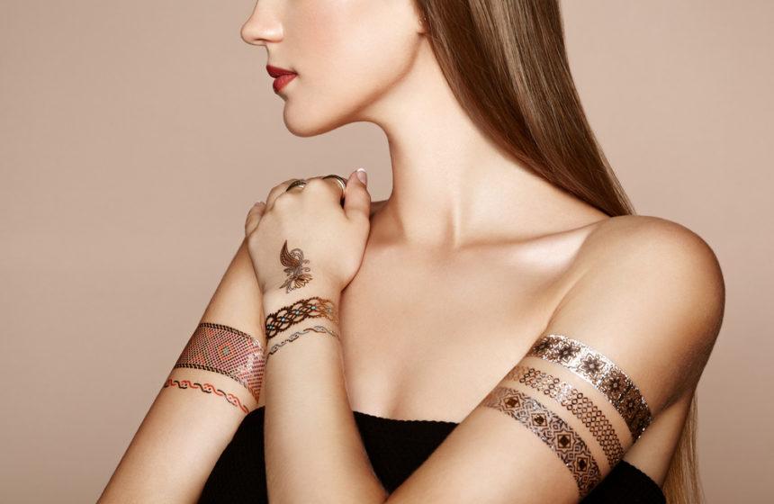 Flash tattoos: la tendencia ideal para combinar con tu manicura