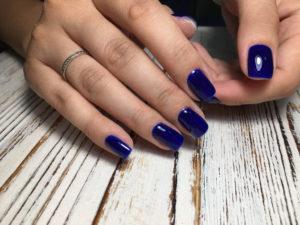 dark blue manicure