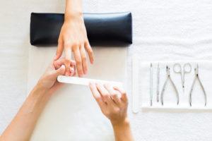 limar las uñas