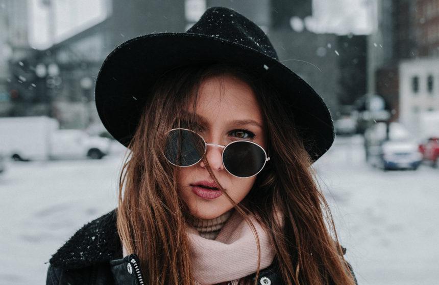 Los sombreros que querrás combinar con tu manicura este invierno