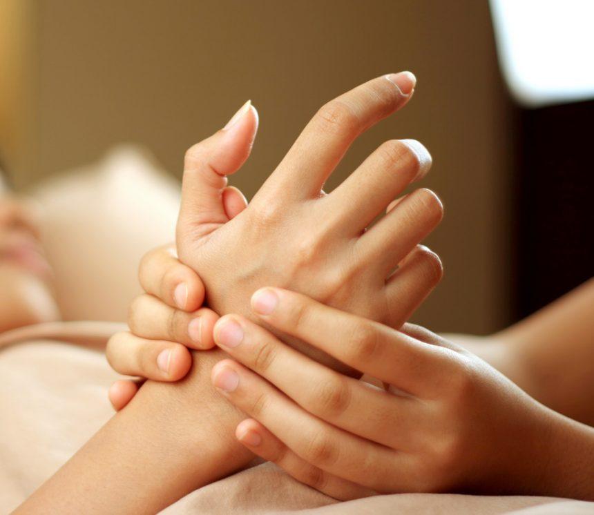 Masaje de manos: el remanso de bienestar que necesitas