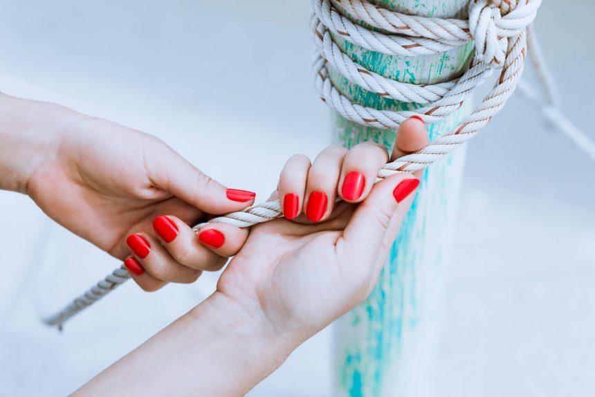 Elegir esmalte de uñas: ¿cuál es el más adecuado para ti?