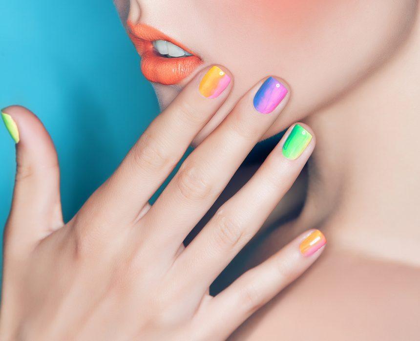 Uñas a todo color: rainbow nails para esta primavera