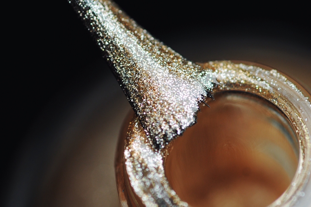 Manicuras 'glitter' con Crisnail: haz brillar a tus manos